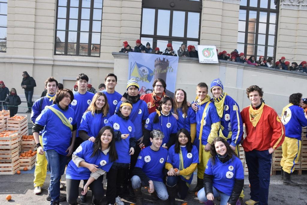 Studenti Intercultura con i Credendari aranceri