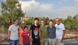 Bouchen con famiglia al completo e il suo assistente